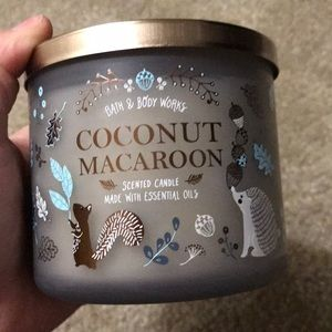 Brand new bath&body coconut macaroon candle